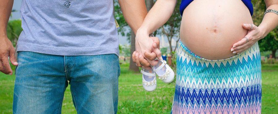 Může těhotná žena vymáhat výživné?